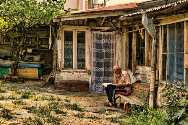 old-man-3617304_1920